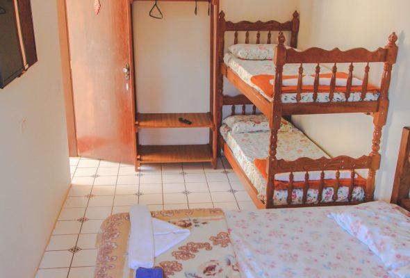 Velinn HPJ Ilhabela Hostel quarto Familia 9 1