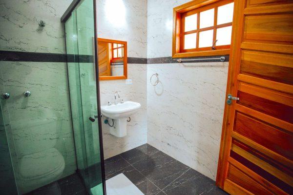 Velinn Pousada Guarubela Veloso Quarto Banheiro 4