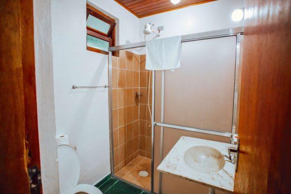 Velinn Pousada Guarubela Veloso Quarto Familia Banheiro 1