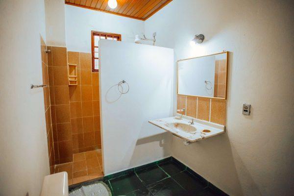Velinn Pousada Guarubela Veloso Quarto Familia Banheiro 3