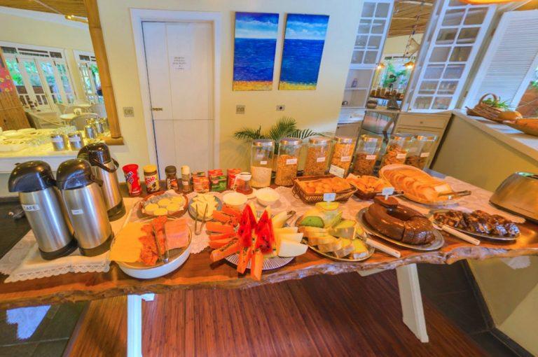 Velinn Pousada Ponta do Pequeah Café da manhã 4