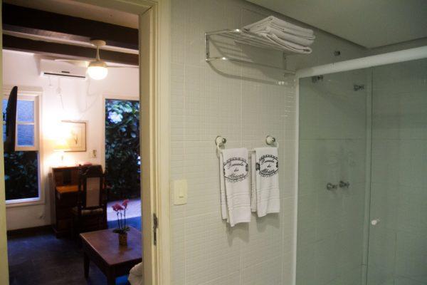 Velinn Pousada dos Hisbiscos Suite Super Luxo 12 banho estar Peq