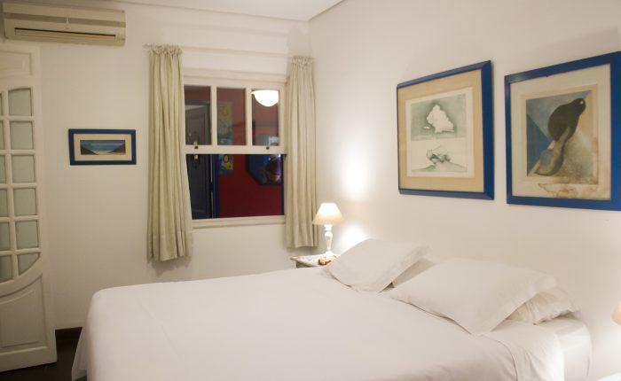 Velinn Pousada dos Hisbiscos Suite Super Luxo 4 camas . janela quarto Peq